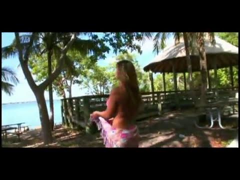 Esperanza Gomez - en la playa