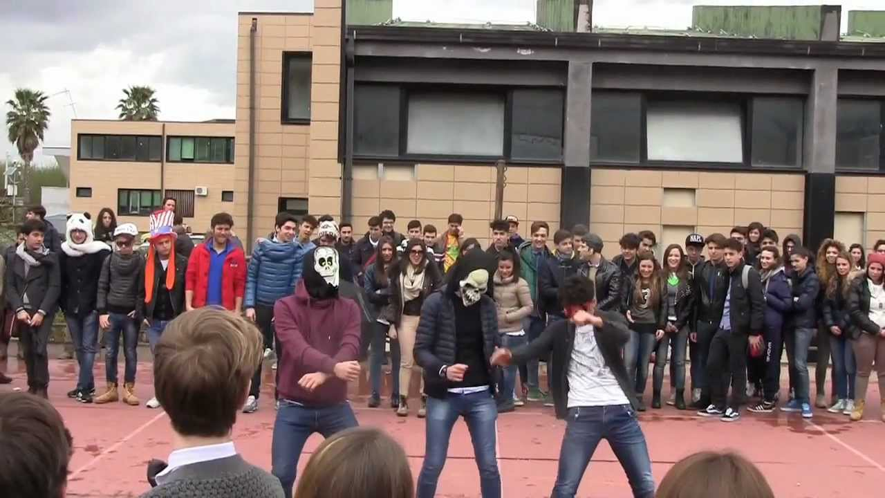 Liceo a rosmini palma campania harlem shake youtube for Liceo umberto palermo