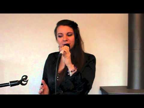 Beispiel: Beispiel: Hochzeitssängerin Dina Regniet: Ja - Silbermond (live), Video: Dina's Voice.