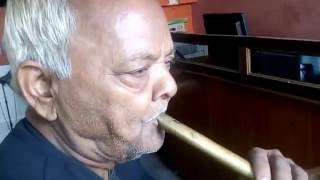 Koune disha me leke chala re batohiya flute music by an old man