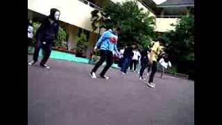 SMPN 4 JAKARTA ~ GRUP SUFFLE DANCE .3GP