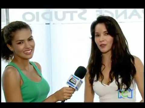 Adriana Campos Actriz Colombiana entrenando Pool Dance.