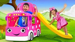 Sasha and Max plays with New Minnie Mouse Bus