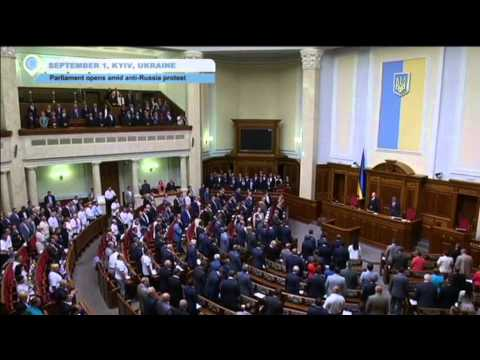 Protests as Ukrainian parliament reconvenes to discuss Russian invasion