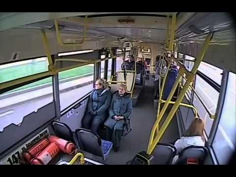 Лобовой удар автобуса в столб  Кадры из салона