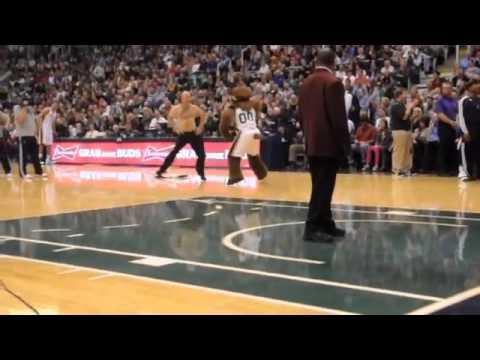 Судья танцует Gangnam style