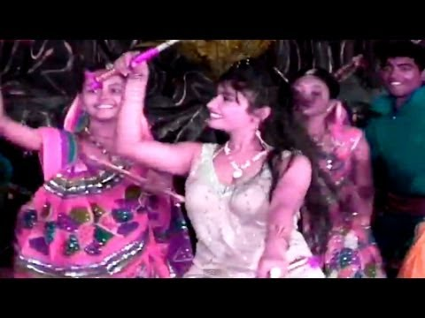 Non-stop Gujarati Garba & Dandiya | Dhinka Chika Bollywood Dandiya video