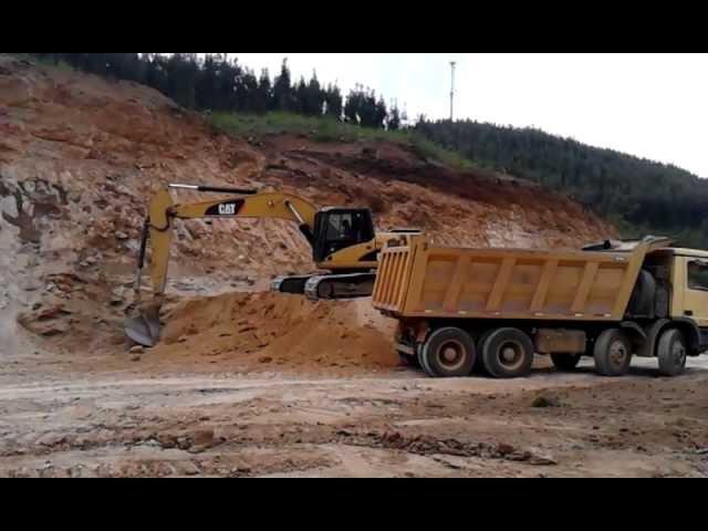 Excavadora trabajando 3