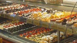 Ferrara Bakery -- One of Little Italy's Great Sweet Shops