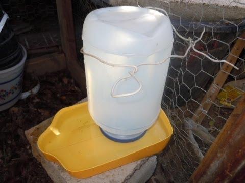 Bebedero de agua para gallinas hecho de reciclables youtube for Para desarrollar un parque ajardinado