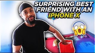 SURPRISING MY BESTFRIEND WITH A NEW iPHONE FOR HIS BIRTHDAY 💙