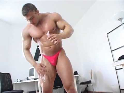 20 years old bodybuilder backstage.flv