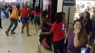 Ft. Myers Brawl At The Mall Christmas Shopping! (Fort Myers)