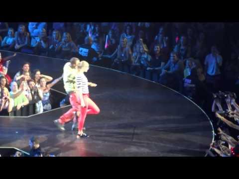 Taylor Swift & B.o.B. - Both of Us (Red Tour, Atlanta)