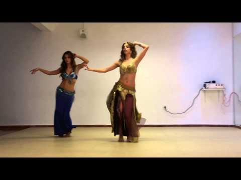Martina Graf aprendiendo danza árabe