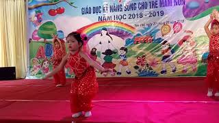 Múa ấn độ của các bé trường mầm non Hồng Ngọc