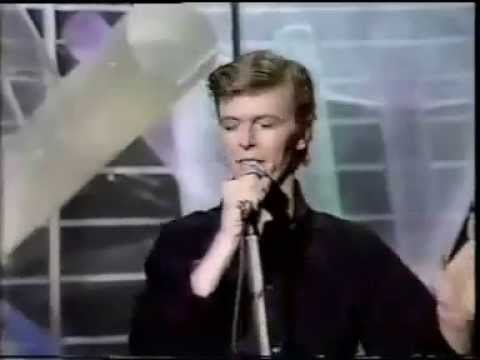 David Bowie- Boys Keep Swinging [Live]