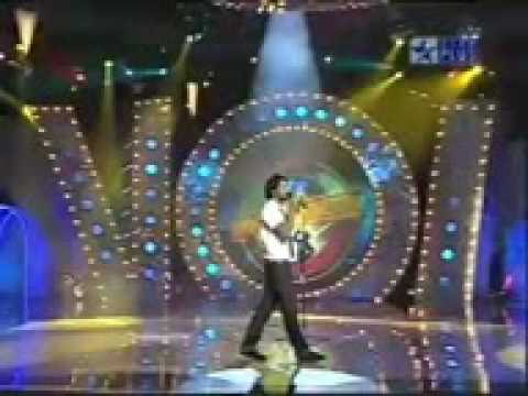 YouTube - Atif Aslam - Lambi Judai - tribute to Reshma.3gp
