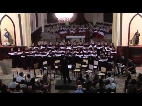 Mary sings a lullaby (Leanne Daharja Veitch) - Meninas dos Canarinhos de Petrópolis - 20121215