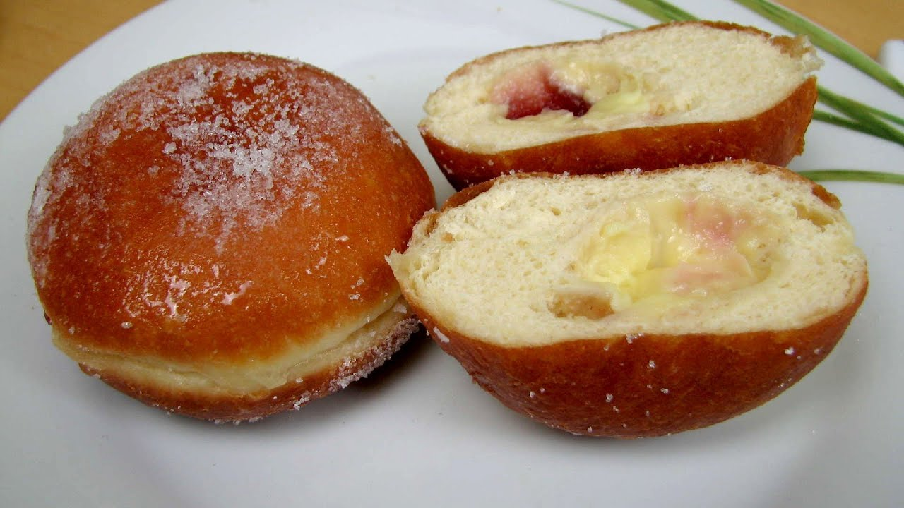 Berliner Doughnut filled with Vanilla Pudding and Raspberry Jam ...