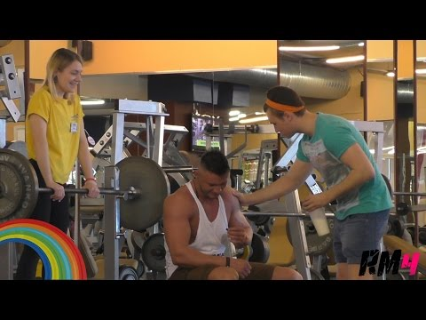 Гей в качалке / Epic Gay in the Gym Prank