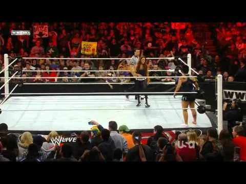 Snooki in WWE Monday Night Raw 2011.03.14-HD