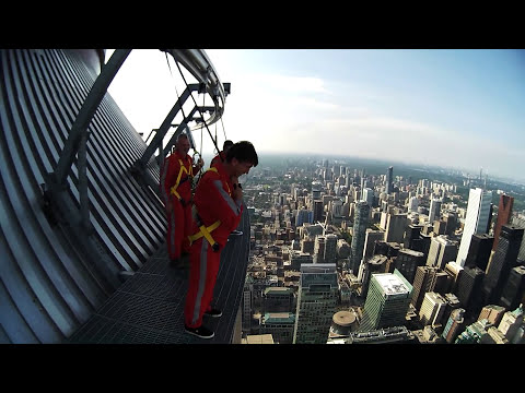 ◀Toronto's CN Tower Edge Walk!