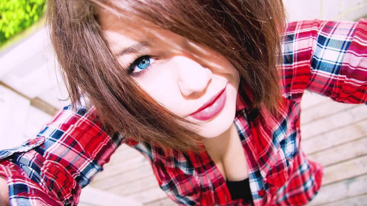 Фото милая девушка в рубашке