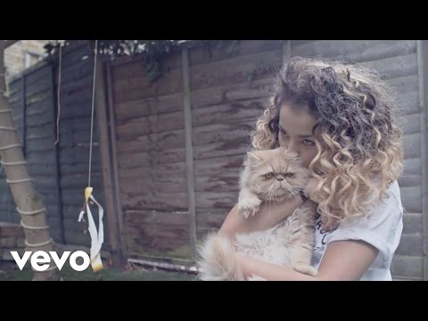 Ella Eyre - At Home with Ella & Mum (Vevo LIFT UK)