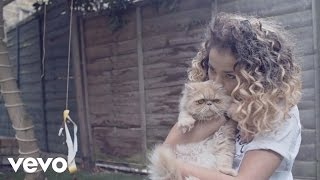 Ella Eyre - At Home with Ella & Mum (Vevo LIFT UK)
