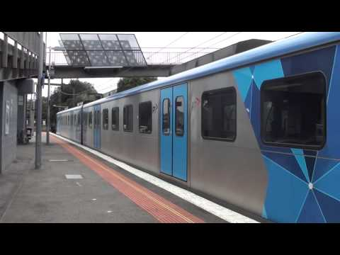 Trains and buses at Kananook - Melbourne Transport