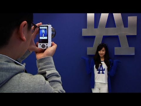 Tiffany Hwang of Girls' Generation visits Dodgers