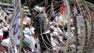Ribuan Umat Islam Kawal Pemeriksaan Imam Besar FPI
