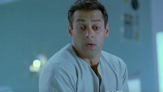 download lagu Salman's Cleaning Task Comedy - Kyon Ki gratis