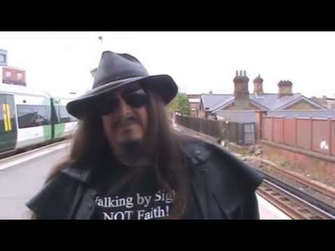 Aron Ra and the Crystal Palace Dinosaurs.  (London, 1 may 2015)
