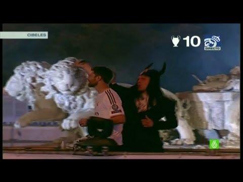 Illarramendi puso el toque cómico de la noche con un disfraz de toro