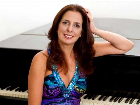 Clara Rodriguez plays live in London