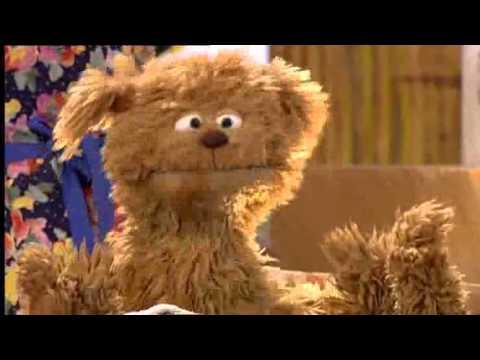 In bad (pech gehad) -- Tommie -- Sesamstraat (Dutch Sesame Street)