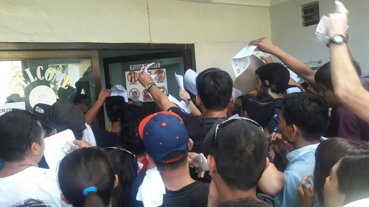 Residents, workers rush to get village IDs in the run up to Boracay closure
