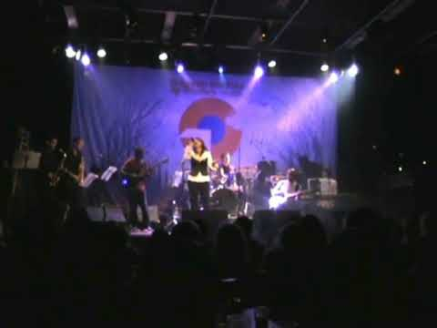 This is me (Alexis Twine) singing Valerie with the Amy Winehouse band !