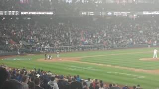 Ichiro's first pitch homer in Seattle