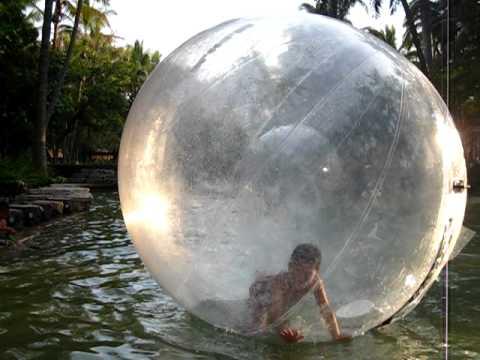 Burbujas gigantes para caminar en el agua youtube - Cojines gigantes para el suelo ...