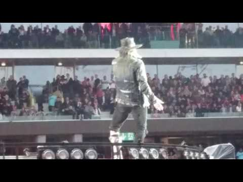 AC/DC @ Stade de Suisse Bern / Axl Rose escapes from wheelchair / 29.05.2016