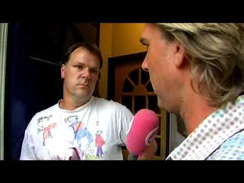 Rutger kleedt Hans Spekman aan