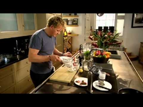 Gordon Ramsay's vanilla cheesecake with berry compote recipe – The F Word