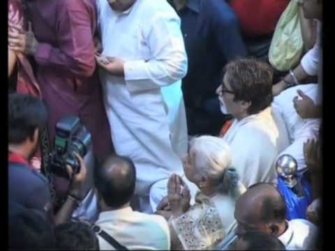 26 sep 2012 - Bachchan offers prayer to Hindu elephant-headed...