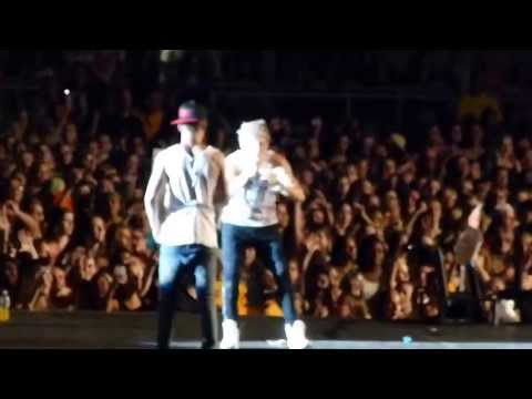 One Direction -Hershey 7/5/13 Louis asks Niall to do Rollie Pollies down the catwalk
