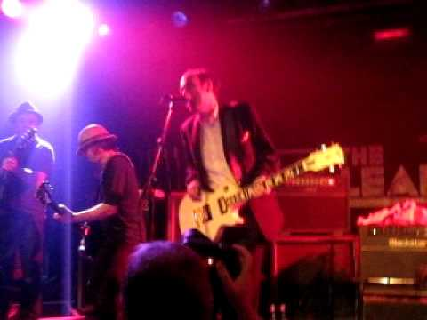 Garageland - Mick Jones (of The Clash and BAD) with The Farm and Pete Wylie