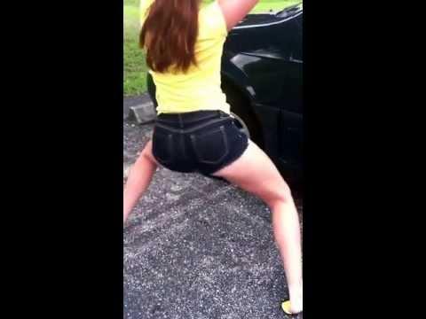 Big booty White girl booty poppin