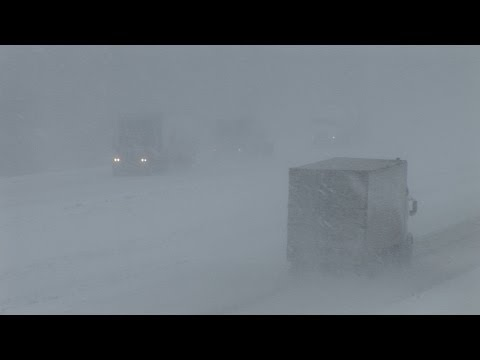 Heavy lake-effect snow and wind near Erie, PA - December 7, 2006